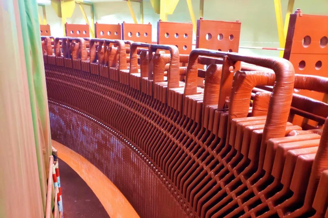 东方电机研制的全球首台额定电压24千伏百万千瓦水电机组定子整体绕组通过工程试验验收