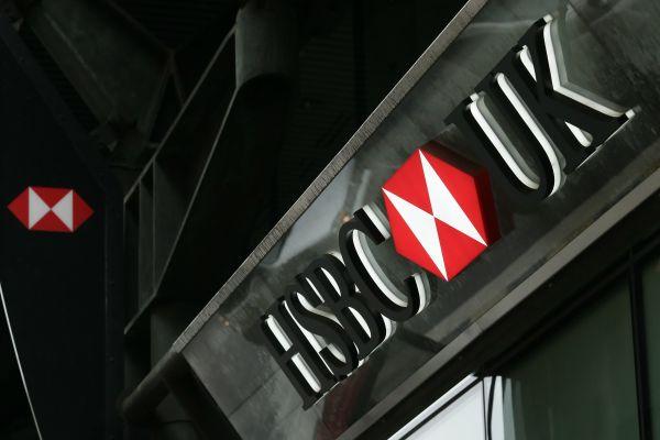 在英国伦敦拍摄的英国汇丰银行。(新华社)