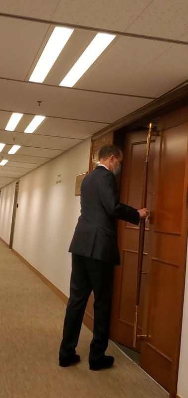 """史墨客进入梁家杰位于太子大厦的律师楼。(""""橙新闻"""")"""