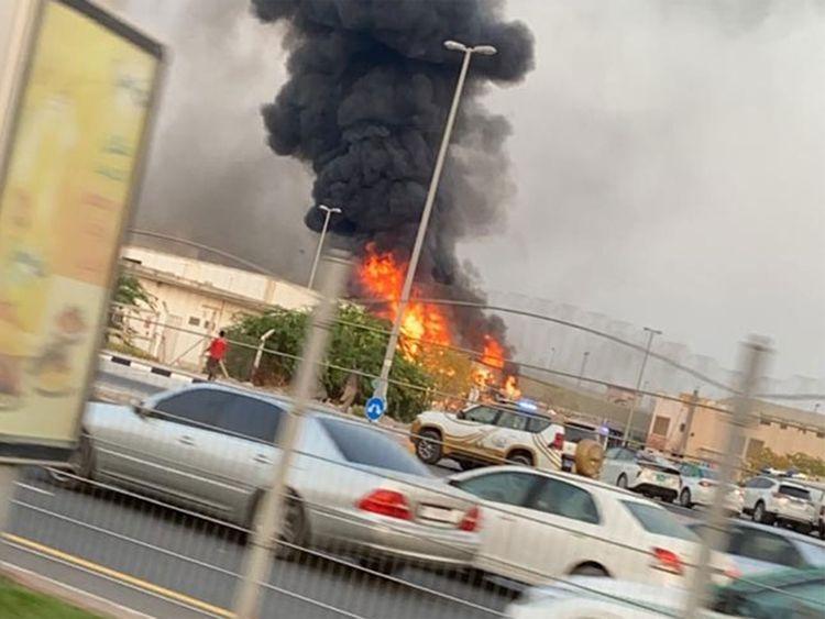 阿联酋阿治曼新工业区一家市场发生火灾