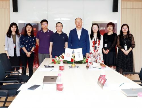 """东易日盛与小米科技战略签约,共建""""智慧供应链金融""""新生态!"""
