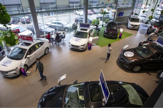上半年上千家汽车经销商选择退网 近四成亏损