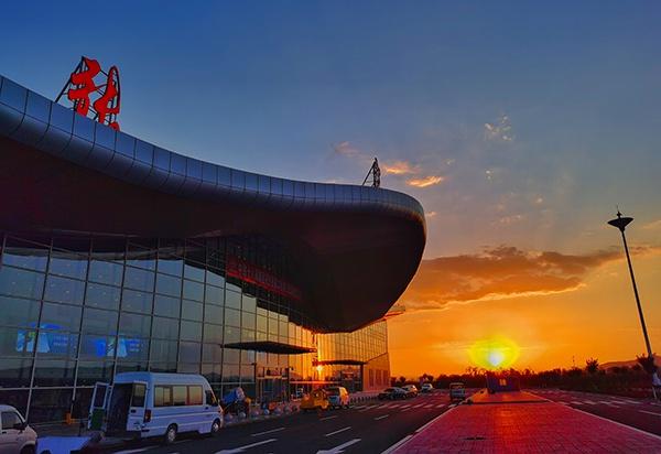 2022年北京冬奥会重点交通项目张家口宁远机场改扩建工程建成通航