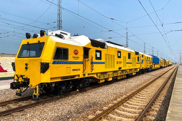 世界首列铁路道床吸污车组在国家能源集团投运