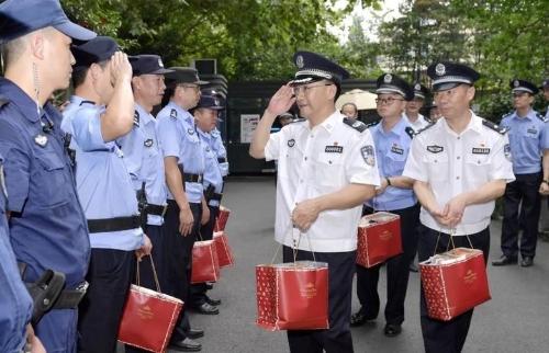 """""""你们身上的汗水就是最美的'勋章'!"""" 王双全赴杭州走访慰问酷暑中坚守一线的民警辅警"""