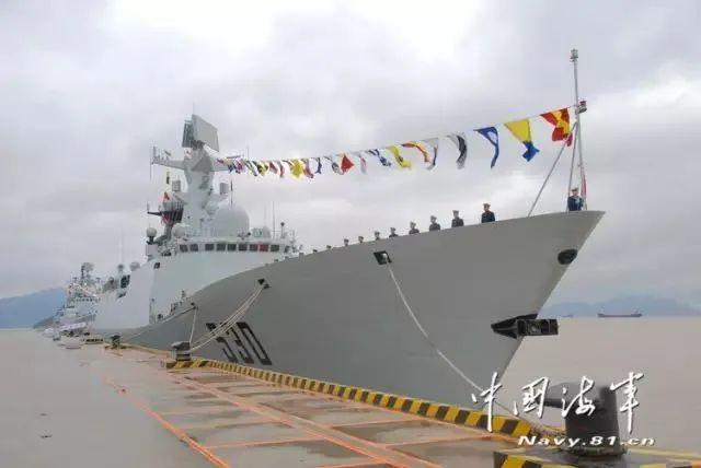 堪比大片!海军护航编队解救被劫持船舶真实画面公布