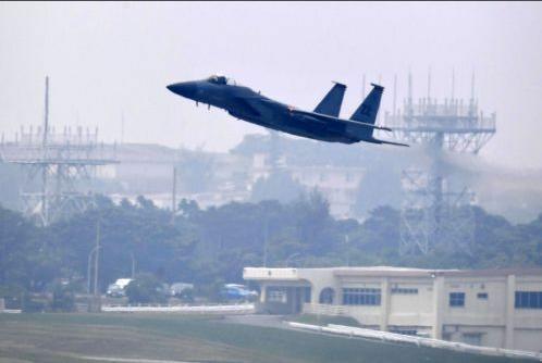 从嘉手纳基地起飞的美军F-15战机(琉球新报)