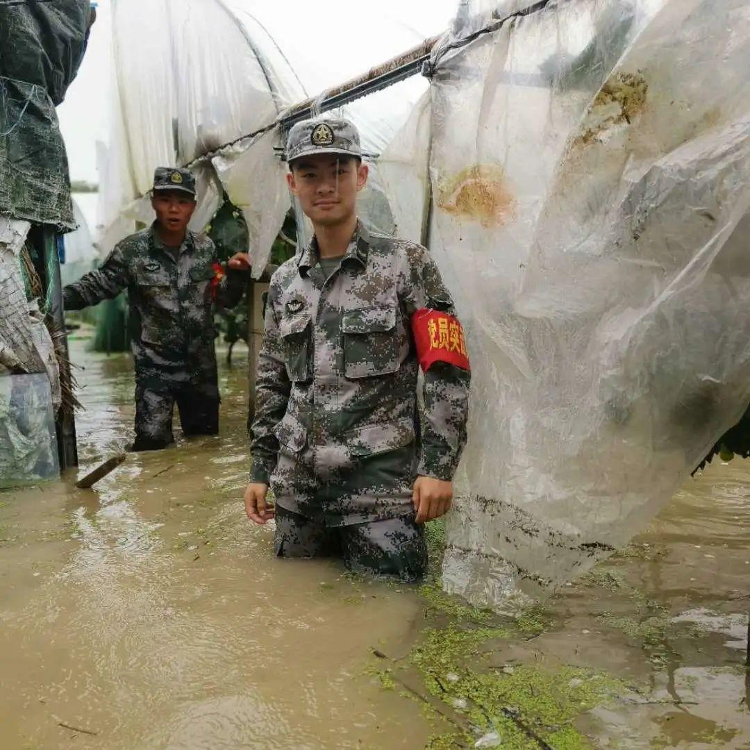 洪水不退我不回!七位复旦青年正在抗洪一线!