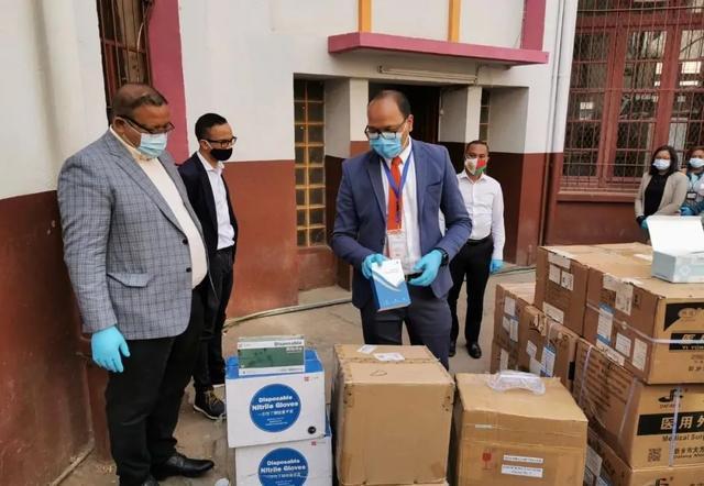 三峡集团向马达加斯加政府捐赠的6万件抗疫物资顺利运抵
