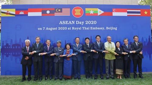 外交部部长助理陈晓东出席2020年东盟日升旗仪式
