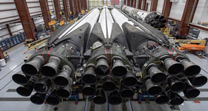 SpaceX击败蓝色起源和诺斯罗普·格鲁曼  赢得价值3.16亿美元的空军合同