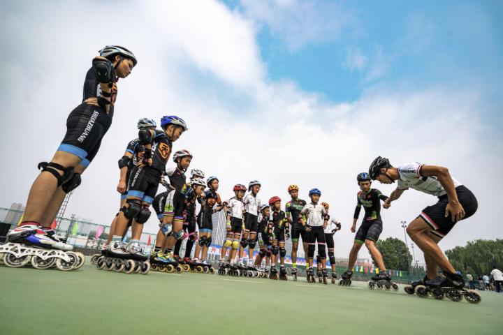 """首家""""全国滑冰体教融合示范单位""""落户河北师范大学"""