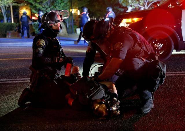 拒绝美联邦部队助平乱 波特兰市长遭国土安全部警告