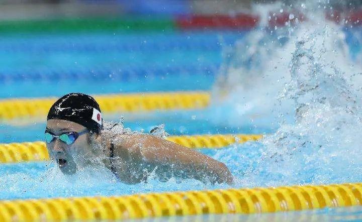 与病魔抗争19个月后重回泳池 她诠释奇迹的力量