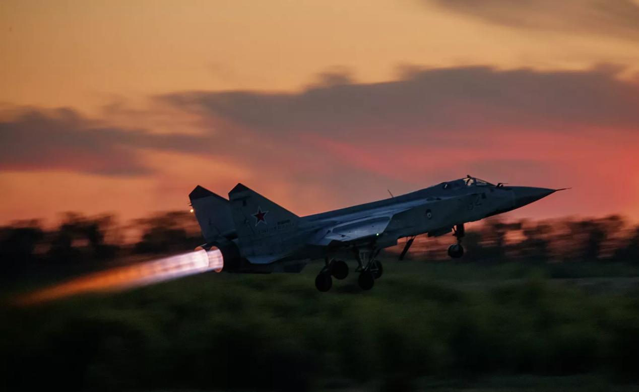 俄战机紧急升空伴飞 在巴伦支海拦截北约军机