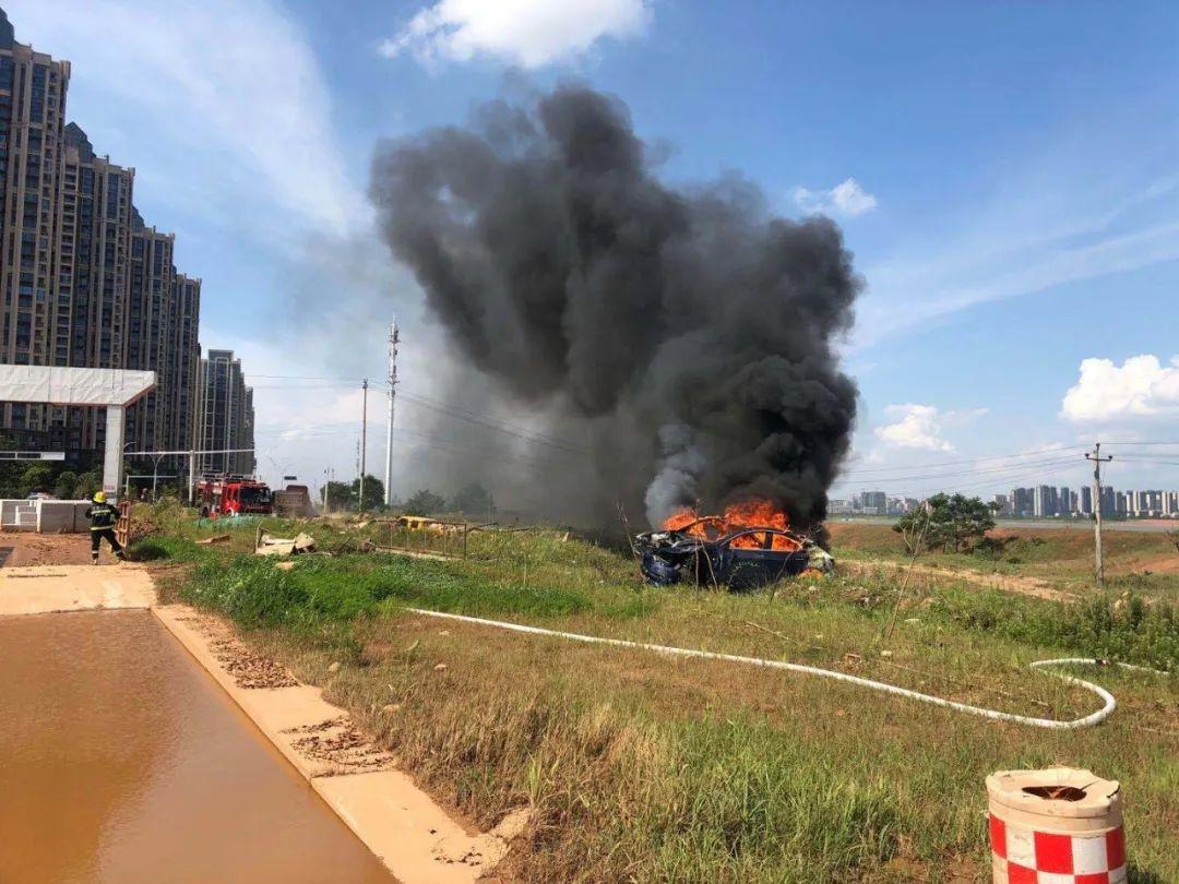 特斯拉江西南昌失控事故现场。图片来源:车主供图