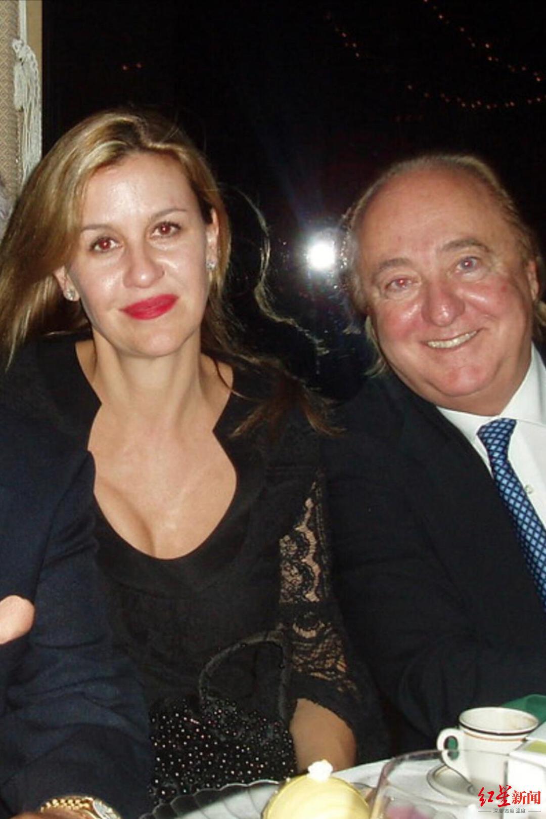 ▲亚历山德拉的母亲帕特里夏·古驰和继父约瑟夫·鲁弗洛。图据纽约时报