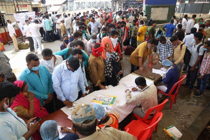 印度新冠肺炎新增95735例 累计确诊突破446万例