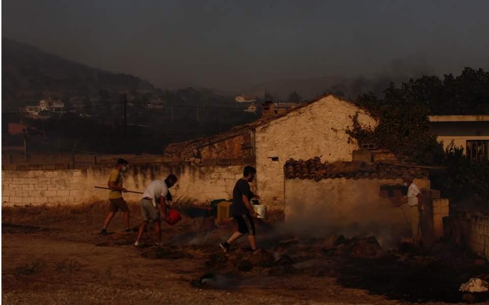 希腊24小时内发生71起火灾 雅典附近3小镇居民被疏散