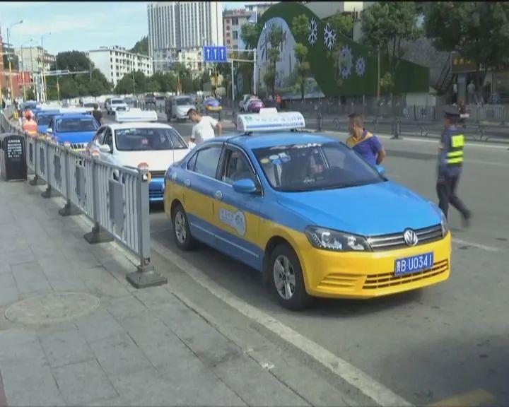 """钟山区:出租车驾驶员统一着新装 """"城市名片""""又添新风采图片"""