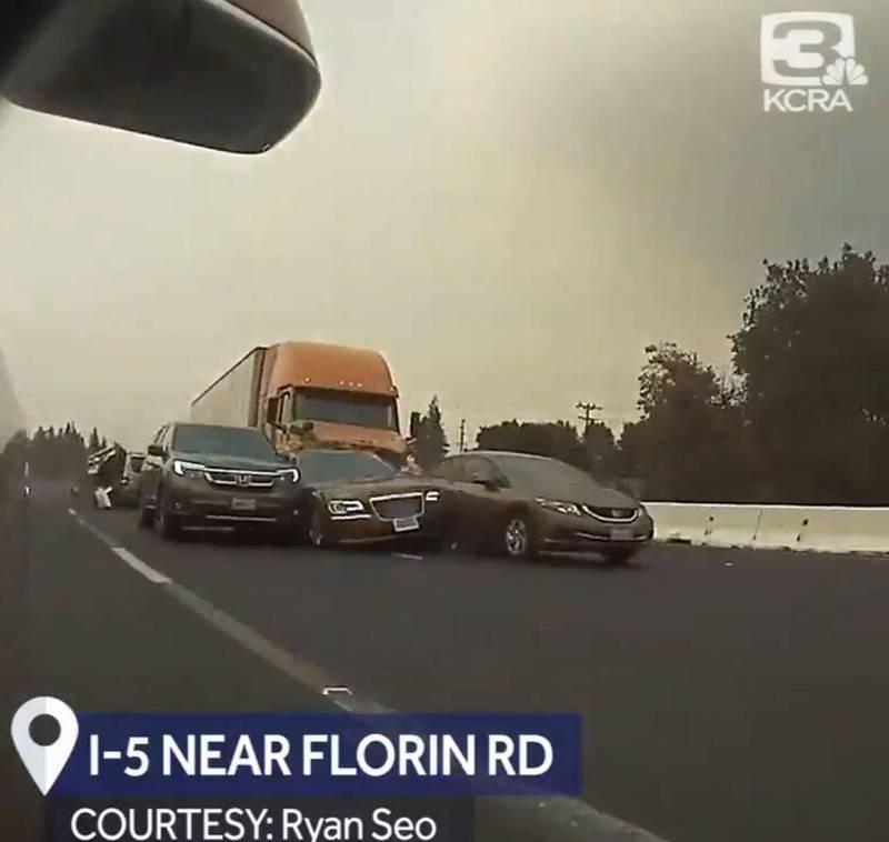 美高速公路发生致命交通事故,一大卡车连续冲撞10车