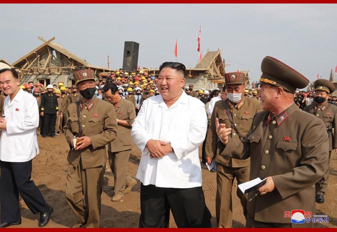 朝鲜最高领导人金正恩视察灾后重建工地