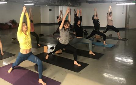 以瑜伽凝聚力量,以运动护佑健康