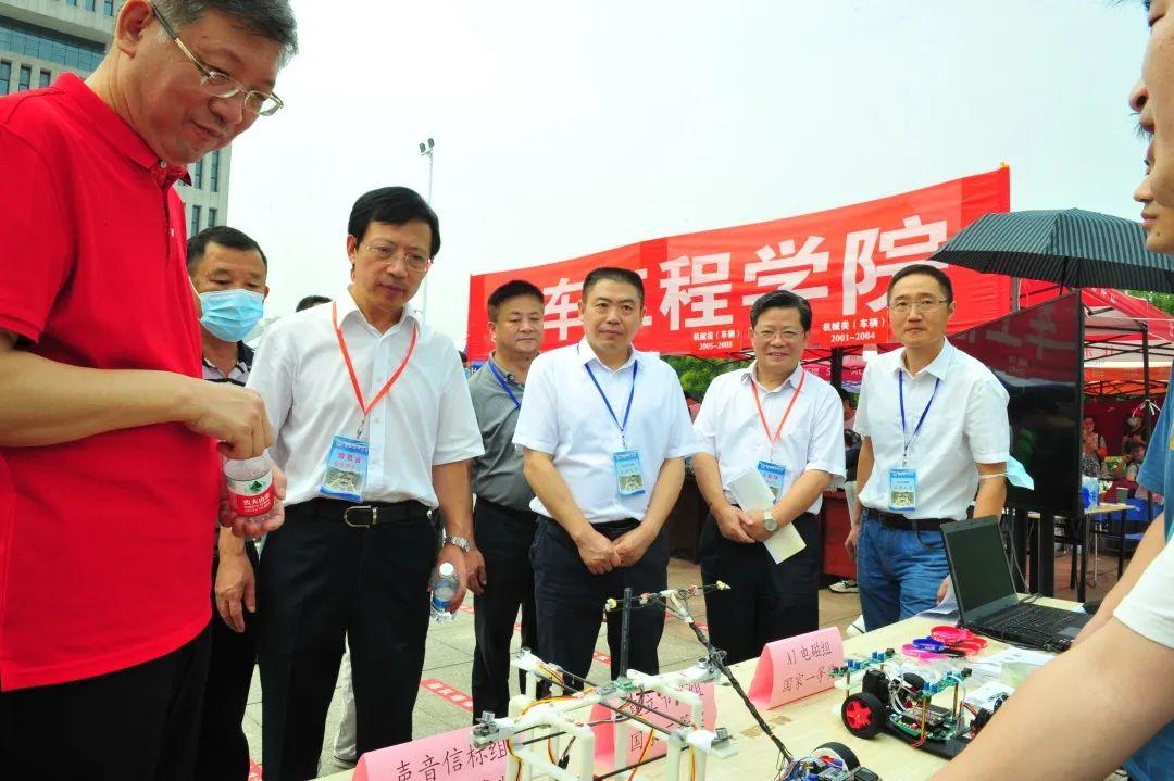 今天,武汉理工大学2020级新同学来啦!图片