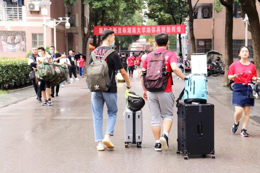 """""""湖南大学站,到了。""""图片"""