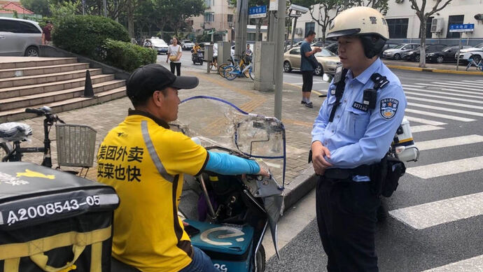 上海今年已查处快递、外卖骑手交通违法4.3万起!这些执法措施能起效吗图片