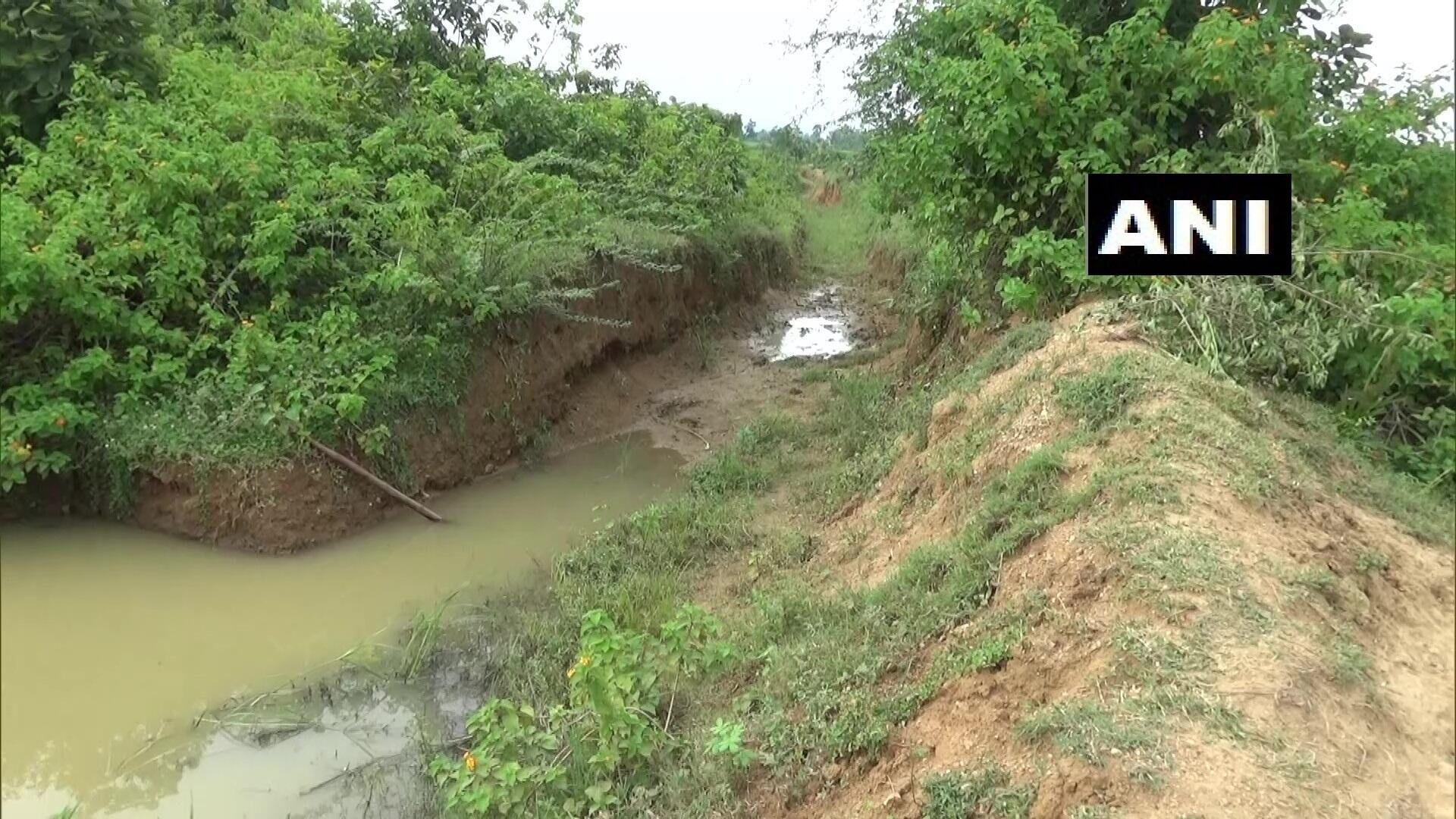 印度男子花30年挖3公里长水渠,从山上引水到村里