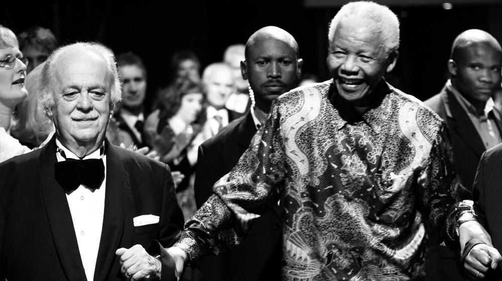 """南非为""""宪法建筑师""""乔治-比索斯举行国葬"""