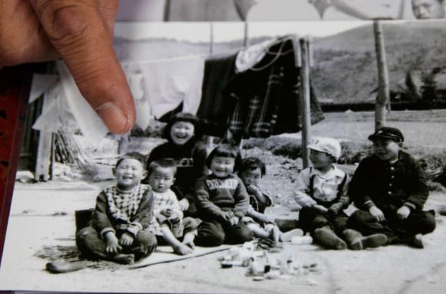 童年时代的菅义伟(左一)。新华社/路透