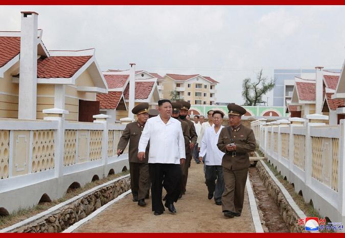 金正恩视察朝鲜黄海北道灾后重建区(图)