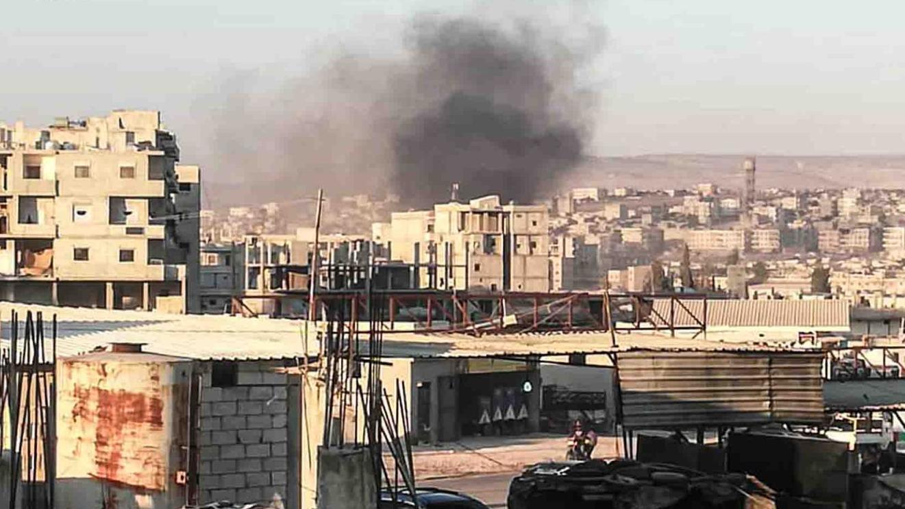 △图片来源于叙利亚库尔德媒体爆炸发生时阿夫林市区升起灰黑色烟雾