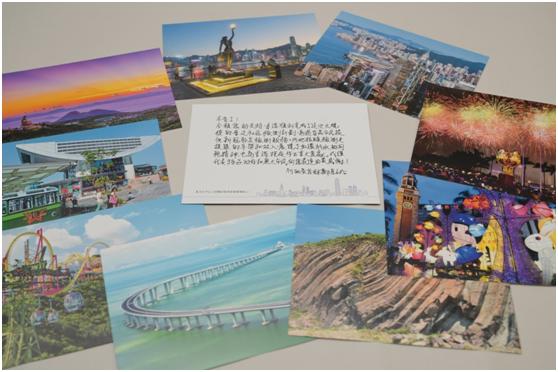 特区政府为内地检测队队员准备的小礼包,包括一些明信片