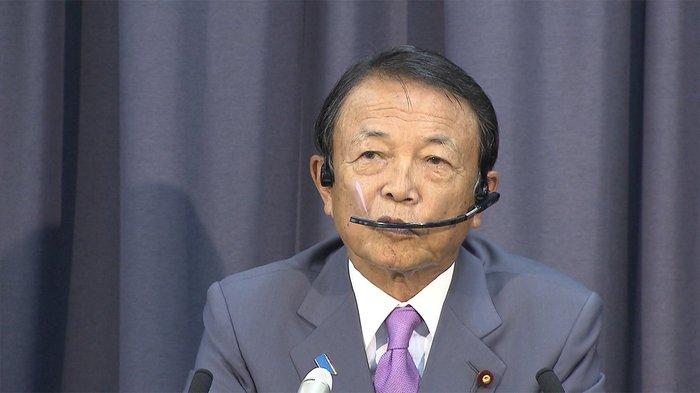 副首相兼财务相麻生太郎,79岁,曾作为射击选手参加奥运会,非常喜欢看漫画