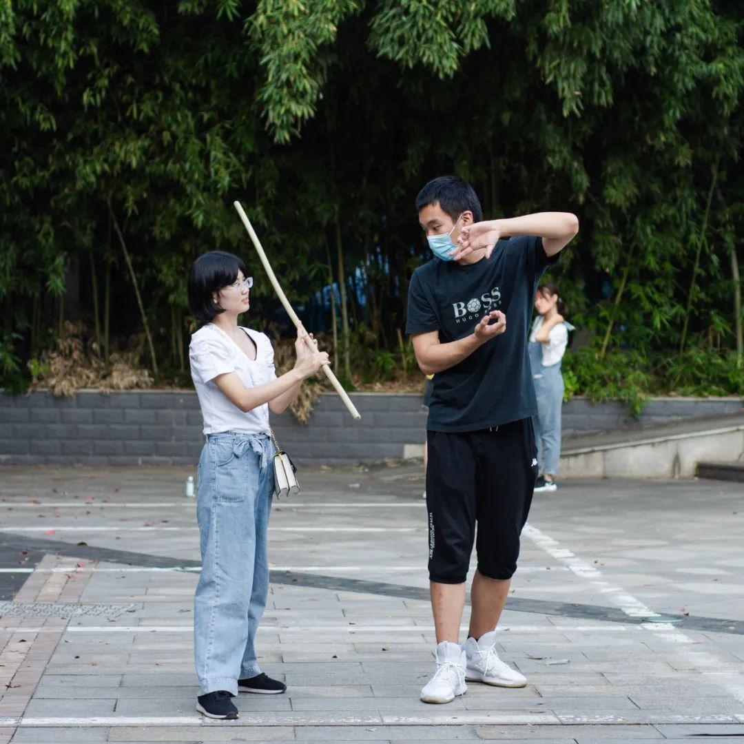 """协武术▲员的成会新一名教棍""""耍生彭 (""""雨格 摄 )。"""