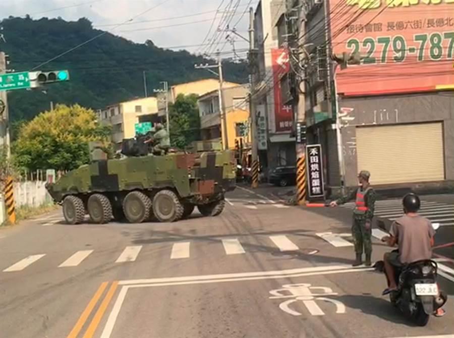 """台军""""云豹""""装甲车转个弯用2分钟 遭岛内网友嘲讽图片"""