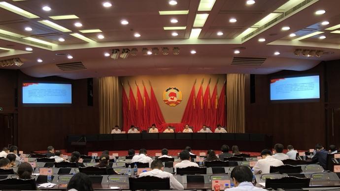 """美国记者提问""""你以什么权利在这里指导政府和军队"""",毛泽东为何这样回答?图片"""