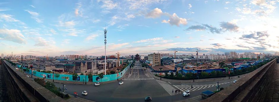 9月8日,大同古城中轴线两侧在施工。摄影/本刊记者 苏杰德