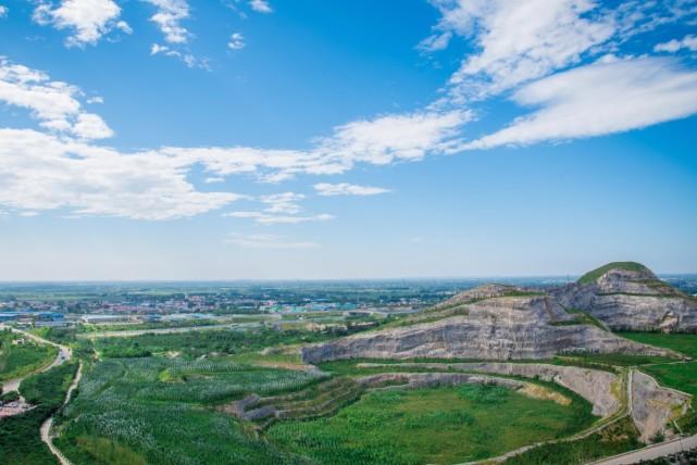 经过治理的三河东部矿区已披上层层绿衣