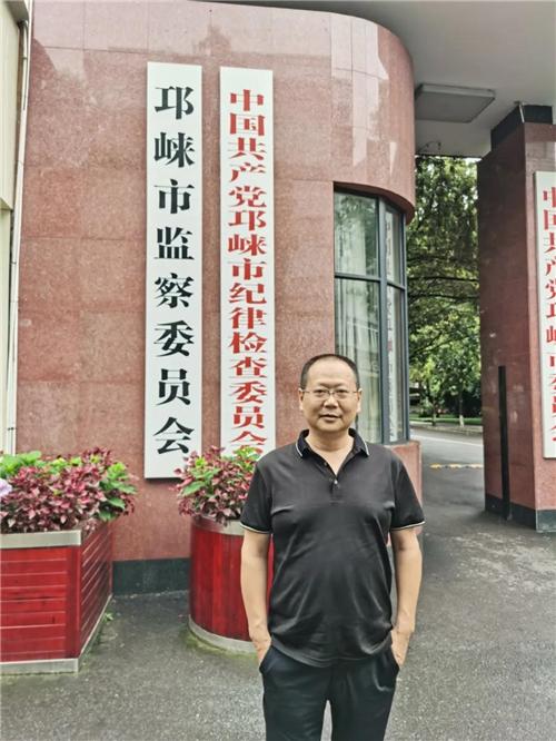纪检监察干部蒋洪斌:扫黑除恶的忠诚卫士图片