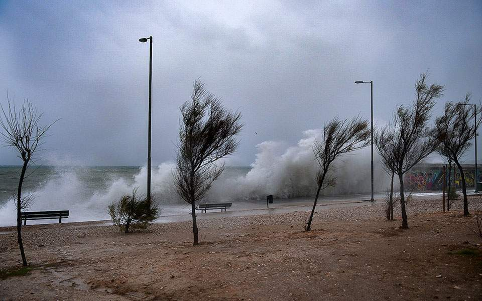 飓风级风暴将登陆希腊 多地区进入紧急戒备状态