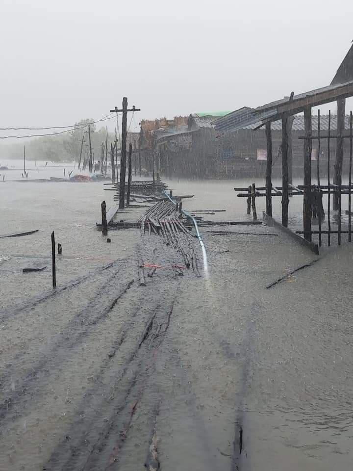 缅甸丹老群岛受强风巨浪打击