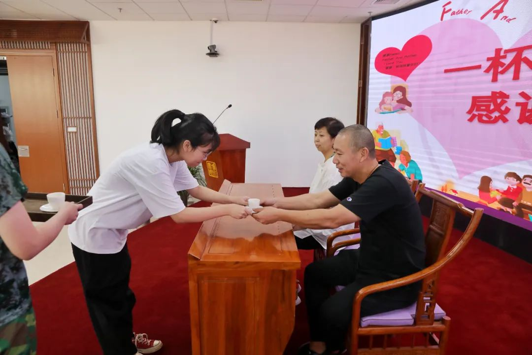 一杯香茗敬父母  博雅书院启动新生感恩主题教育活动图片