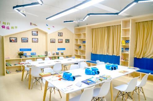 """老教室变身""""爱心书屋"""",中建三局点亮外来务工人员子弟阅读梦"""