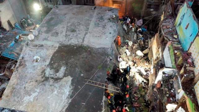 印度一楼房倒塌致10死尚有数十人被困,此前被列为危房