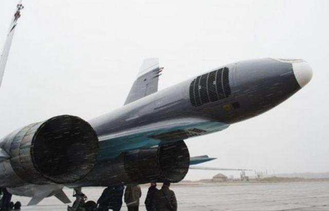 背部开伞!苏34为装第三台引擎 减速伞只能让出C位