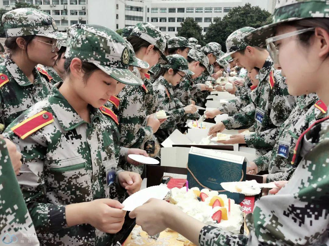 军训福利 | 暖心的集体生日party,爱了爱了!图片